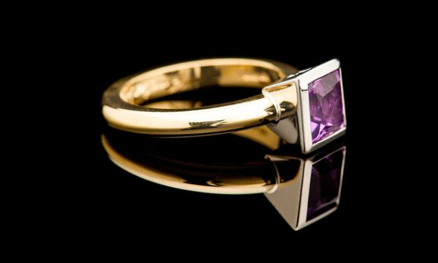 Vintage jewelries that comes with aesthetic features